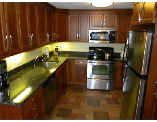 Condominio por un Venta en 360 Neponset Street 360 Neponset Street Canton, Massachusetts 02021 Estados Unidos