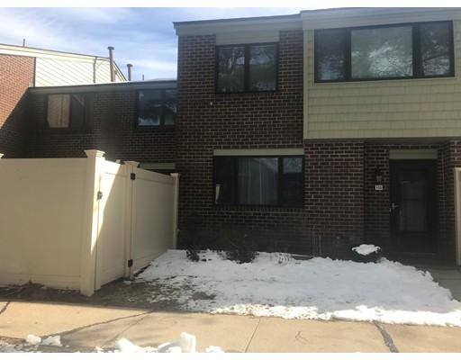 联栋屋 为 出租 在 132 Greenbrook Dr #132 132 Greenbrook Dr #132 斯托顿, 马萨诸塞州 02072 美国