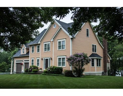 Частный односемейный дом для того Продажа на 12 Merrimack River Road 12 Merrimack River Road Groveland, Массачусетс 01834 Соединенные Штаты