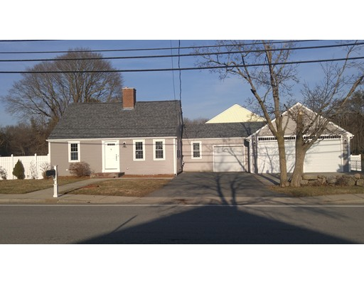 Single Family Home for Sale at 4006 Acushnet Avenue 4006 Acushnet Avenue New Bedford, Massachusetts 02745 United States