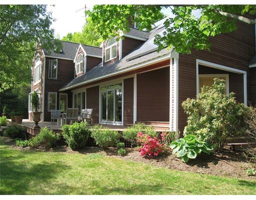 Maison unifamiliale pour l Vente à 11 Clover Ter 11 Clover Ter Natick, Massachusetts 01760 États-Unis