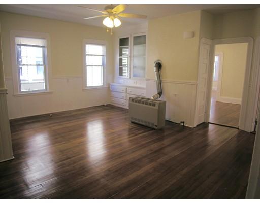 Casa Unifamiliar por un Alquiler en 361 north front 361 north front New Bedford, Massachusetts 02746 Estados Unidos