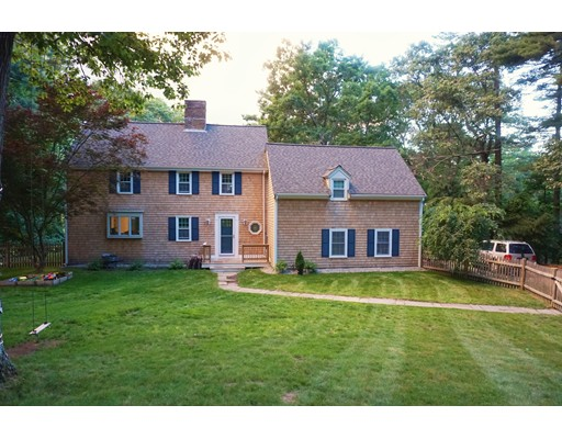 Maison unifamiliale pour l Vente à 86 Meadow Brook Road 86 Meadow Brook Road Norwell, Massachusetts 02061 États-Unis