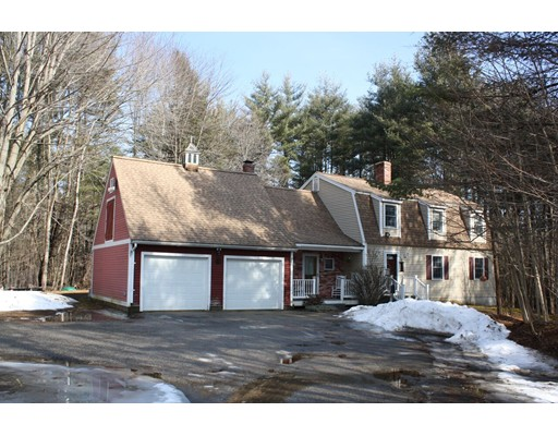 Single Family Home for Sale at 33 Kingston Road 33 Kingston Road Danville, New Hampshire 03819 United States