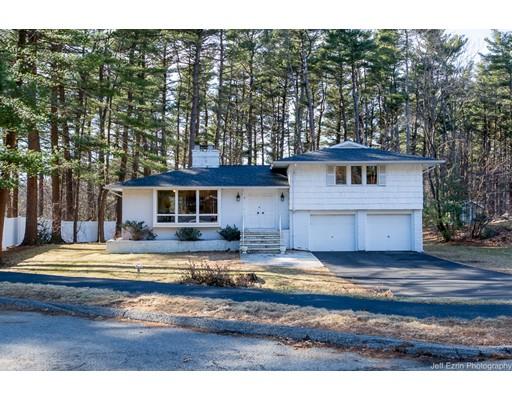 Частный односемейный дом для того Продажа на 8 DEBSTON 8 DEBSTON Lynnfield, Массачусетс 01940 Соединенные Штаты