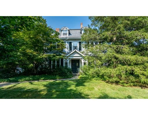 واحد منزل الأسرة للـ Sale في 725 High Street 725 High Street Dedham, Massachusetts 02026 United States