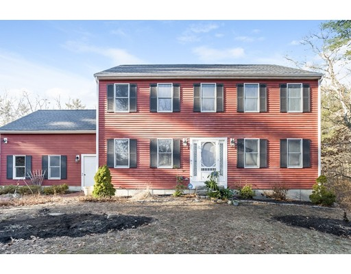 Single Family Home for Sale at 34 University Avenue 34 University Avenue Pembroke, Massachusetts 02359 United States