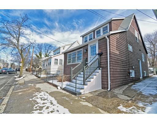 Maison unifamiliale pour l Vente à 140 Bell Rock Street 140 Bell Rock Street Everett, Massachusetts 02149 États-Unis