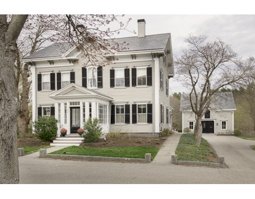 Maison unifamiliale pour l Vente à 694 Main Street 694 Main Street Hingham, Massachusetts 02043 États-Unis
