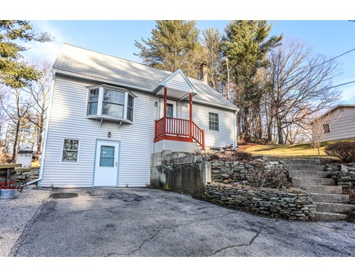 独户住宅 为 销售 在 9 Cherokee Avenue 9 Cherokee Avenue Nashua, 新罕布什尔州 03062 美国