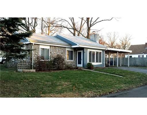 Casa Unifamiliar por un Venta en 74 Pell Avenue 74 Pell Avenue Warwick, Rhode Island 02888 Estados Unidos