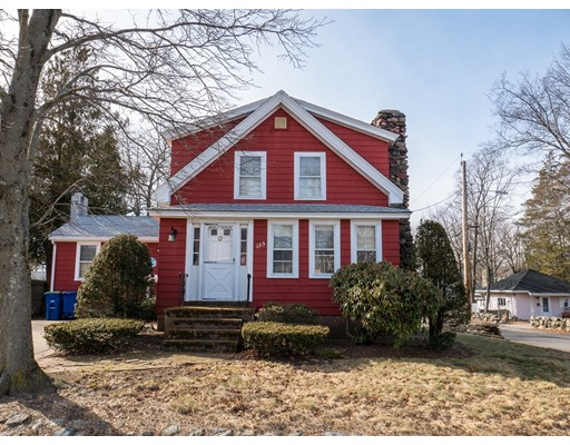 Maison unifamiliale pour l Vente à 135 Arnold Street 135 Arnold Street Braintree, Massachusetts 02184 États-Unis