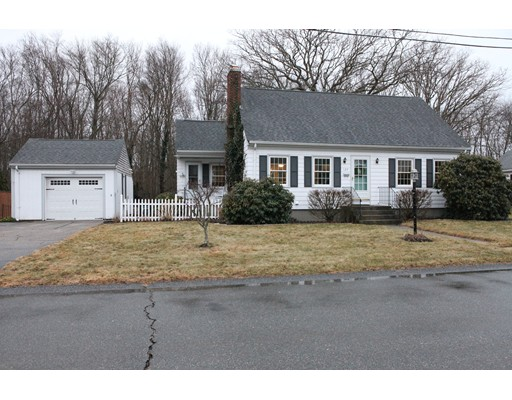 Casa Unifamiliar por un Alquiler en 27 Evans 27 Evans Somerset, Massachusetts 02726 Estados Unidos