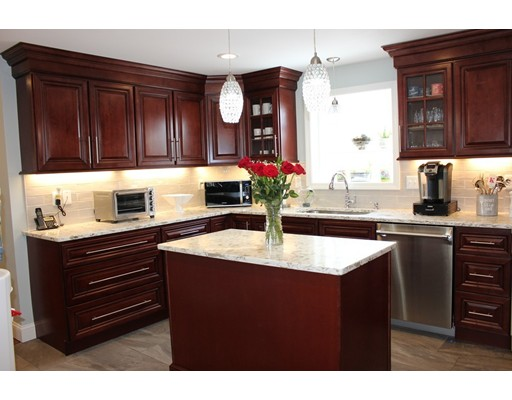 واحد منزل الأسرة للـ Sale في 41 Pilgram Avenue 41 Pilgram Avenue East Providence, Rhode Island 02916 United States