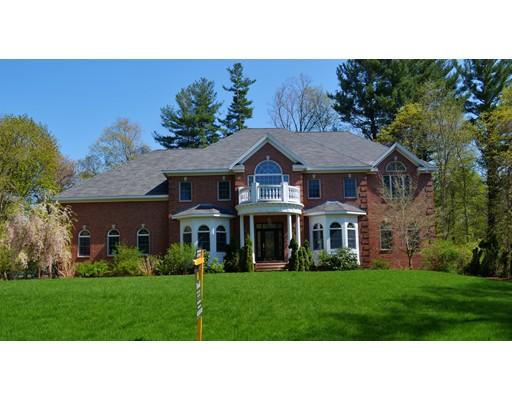 واحد منزل الأسرة للـ Sale في 1 Hilltop Road 1 Hilltop Road Lynnfield, Massachusetts 01940 United States