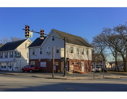 متعددة للعائلات الرئيسية للـ Sale في 52 Central Street 52 Central Street Woburn, Massachusetts 01801 United States