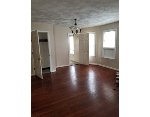 Apartamento por un Alquiler en 25 Harvey St #2 25 Harvey St #2 Everett, Massachusetts 02149 Estados Unidos