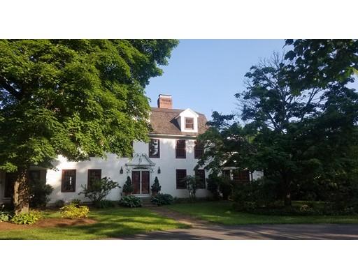 Casa Unifamiliar por un Venta en 73 Ferry Hill Road 73 Ferry Hill Road Granby, Massachusetts 01033 Estados Unidos