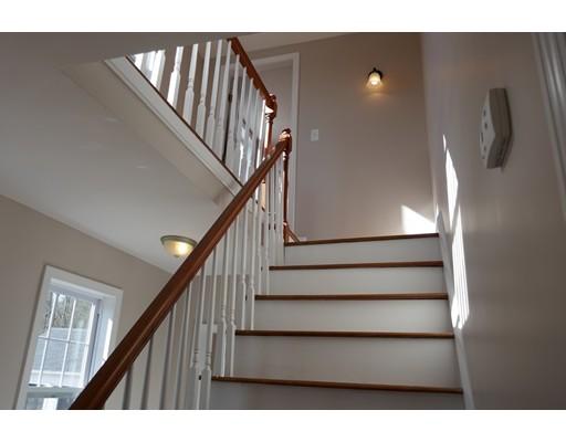 واحد منزل الأسرة للـ Sale في 228 West Street 228 West Street Berlin, Massachusetts 01503 United States