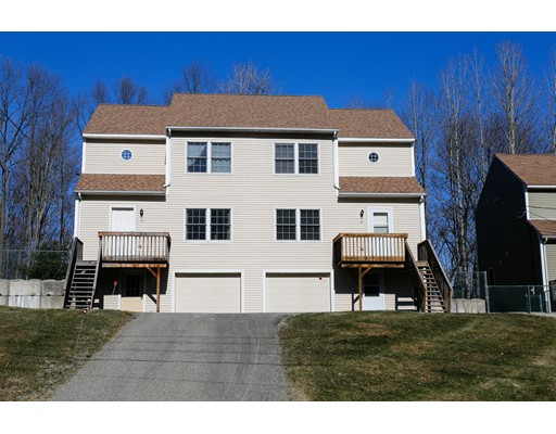 Condominio por un Venta en 45 Petty Plain Road 45 Petty Plain Road Greenfield, Massachusetts 01301 Estados Unidos