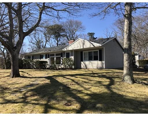 Casa Unifamiliar por un Venta en 74 Circuit Avenue 74 Circuit Avenue Barnstable, Massachusetts 02601 Estados Unidos