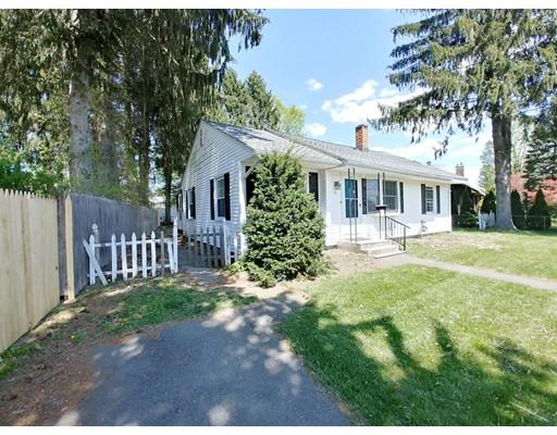 واحد منزل الأسرة للـ Sale في 79 MEMORIAL Drive 79 MEMORIAL Drive Holyoke, Massachusetts 01040 United States