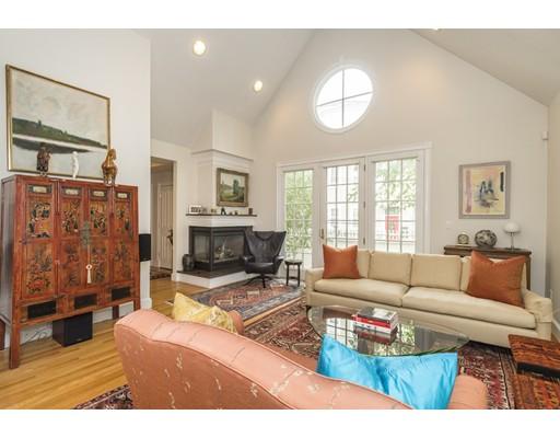 共管式独立产权公寓 为 销售 在 123 Kinnaird Street 123 Kinnaird Street 坎布里奇, 马萨诸塞州 02139 美国