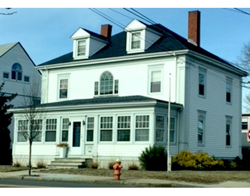 Single Family Home for Sale at 175 Pleasant Street 175 Pleasant Street Winthrop, Massachusetts 02152 United States