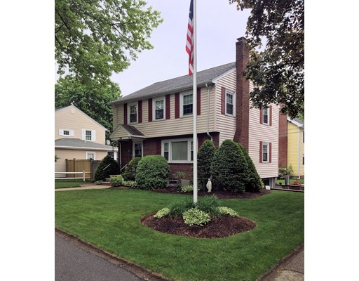Single Family Home for Sale at 798 VFW Parkway 798 VFW Parkway Boston, Massachusetts 02132 United States