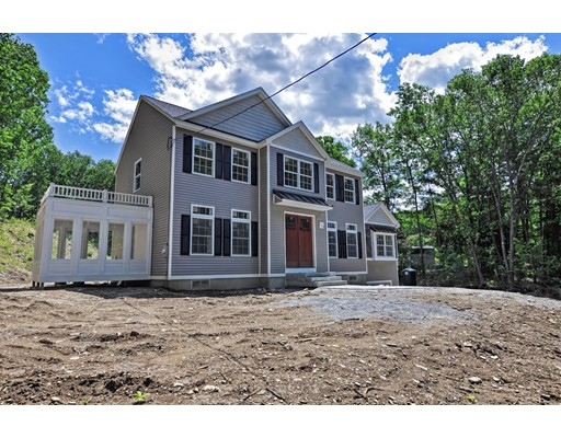 Casa Unifamiliar por un Venta en 225 Sunset Lane 225 Sunset Lane Lunenburg, Massachusetts 01462 Estados Unidos