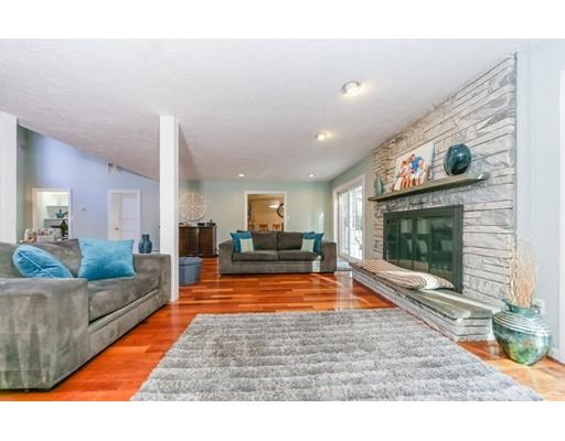 独户住宅 为 销售 在 411 Atherton Street 米尔顿, 02186 美国
