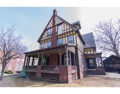 واحد منزل الأسرة للـ Sale في 210 Oak Street 210 Oak Street Holyoke, Massachusetts 01040 United States