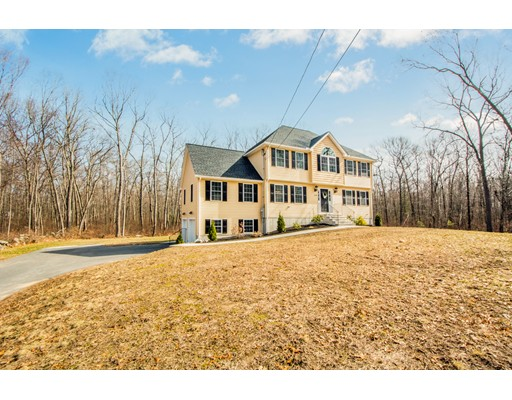 Частный односемейный дом для того Продажа на 320 East Street 320 East Street Uxbridge, Массачусетс 01569 Соединенные Штаты