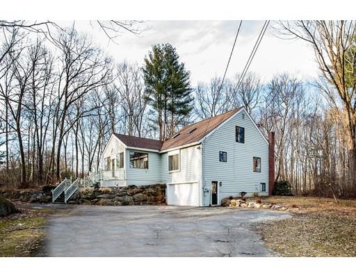 独户住宅 为 销售 在 26 Salem Road 26 Salem Road Atkinson, 新罕布什尔州 03811 美国