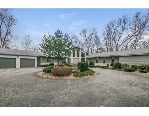 独户住宅 为 销售 在 550 Wolf Swamp Road Longmeadow, 01106 美国