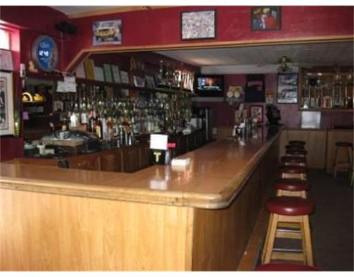 Commercial pour l Vente à 11 Pleasant Street 11 Pleasant Street Southbridge, Massachusetts 01550 États-Unis