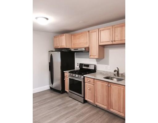 Частный односемейный дом для того Аренда на 130 Elm Street 130 Elm Street Everett, Массачусетс 02149 Соединенные Штаты