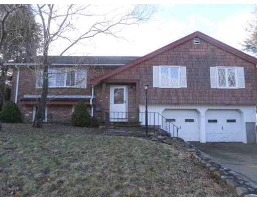 Casa Unifamiliar por un Venta en 30 Barry Street 30 Barry Street Randolph, Massachusetts 02368 Estados Unidos