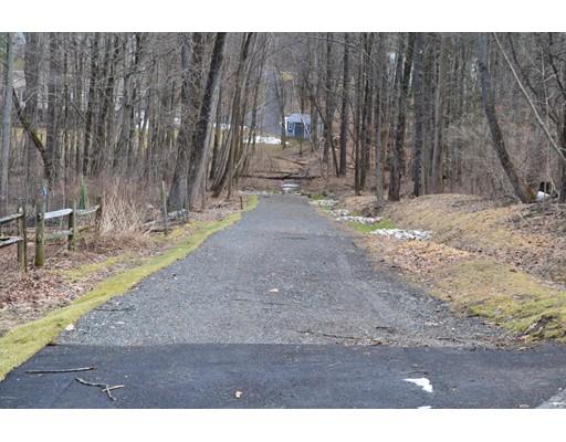 土地,用地 为 销售 在 15 Martha Lane 15 Martha Lane 雷诺克斯, 马萨诸塞州 01240 美国