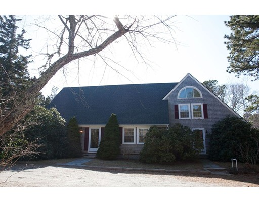 Casa Unifamiliar por un Venta en 597 Main St Rte 6A 597 Main St Rte 6A Barnstable, Massachusetts 02668 Estados Unidos