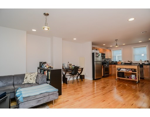 Additional photo for property listing at 2 Mullins Court 2 Mullins Court Cambridge, Massachusetts 02141 États-Unis