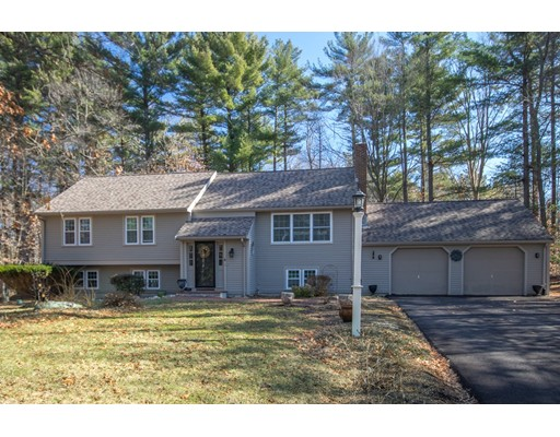 Single Family Home for Sale at 18 Arend circle 18 Arend circle Hanover, Massachusetts 02339 United States