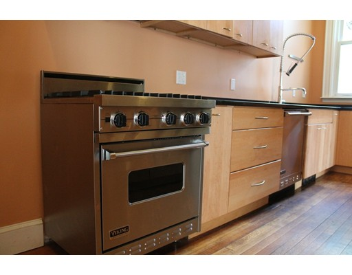 Appartement pour l à louer à 762 E 4th St #1 762 E 4th St #1 Boston, Massachusetts 02127 États-Unis