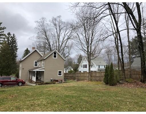 Частный односемейный дом для того Продажа на 152 Housatonic Street 152 Housatonic Street Lenox, Массачусетс 01240 Соединенные Штаты