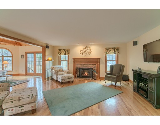 Picture 5 of 5 Starr Circle  Westford Ma 4 Bedroom Single Family