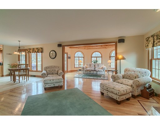Picture 6 of 5 Starr Circle  Westford Ma 4 Bedroom Single Family