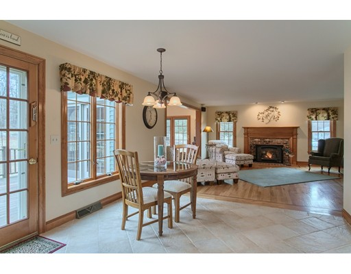 Picture 7 of 5 Starr Circle  Westford Ma 4 Bedroom Single Family
