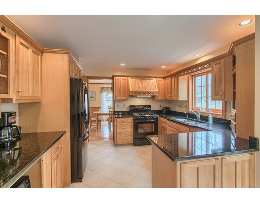 Picture 9 of 5 Starr Circle  Westford Ma 4 Bedroom Single Family