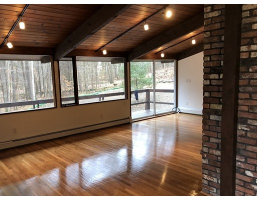 Single Family Home for Sale at 120 Wolf Rock Road 120 Wolf Rock Road Carlisle, Massachusetts 01741 United States