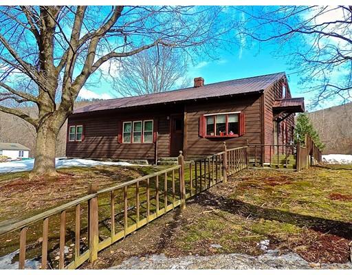 Maison unifamiliale pour l Vente à 300 Main Road 300 Main Road Colrain, Massachusetts 01340 États-Unis